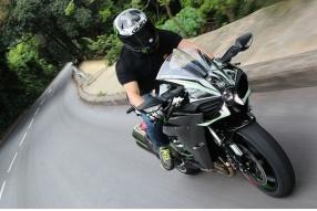 機械增壓2015 Kawasaki Ninja H2-瞬間加速力強得沒法形容
