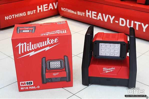 MILWAUKEE M18 HAL-0 3000流明度超光亮座地燈
