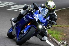 2017 Yamaha YZF-R6 & 2006 Yamaha YZF-R6 50th週年版-提升操控性能