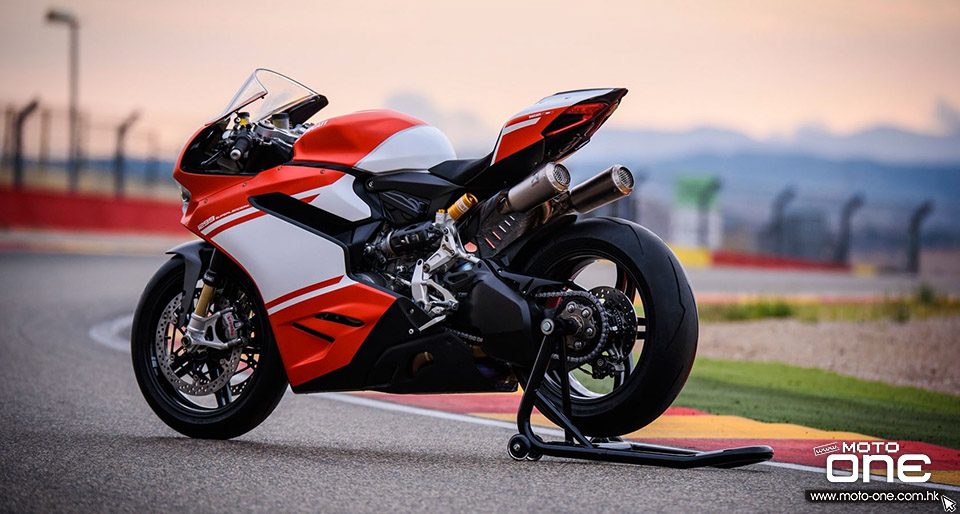 2016_DUCATI 1299 Superleggera