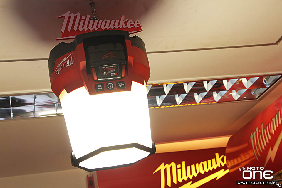 2017 MILWAUKEE M18 RADIUS LED