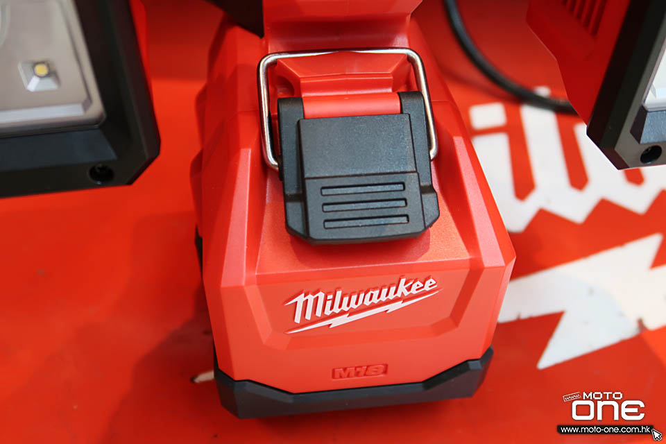 2017 MILWAUKEE UTILITY_BUCKET LIGHT